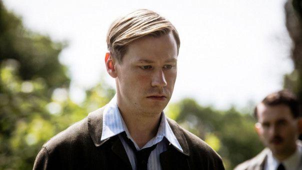 Nach dem Krieg entscheidet sich Bert Trautmann (David Kross), in England zu bleiben.