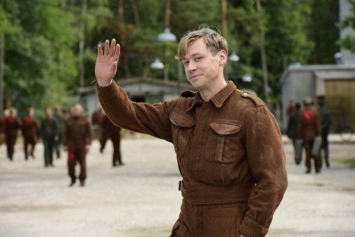 Im Zweiten Weltkrieg dient Bert Trautmann (David Kross) als Fallschirmjäger bei der Luftwaffe.