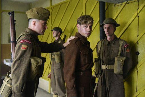 In England wird Fallschirmjäger Bert Trautmann (David Kross) in ein Gefangenenlager gesteckt.