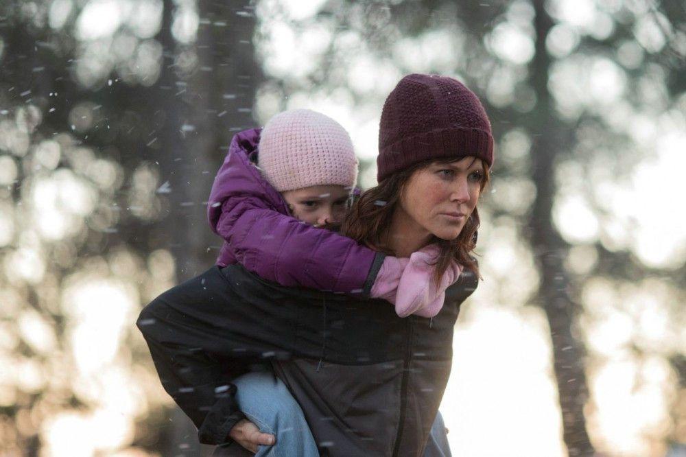Detective Erin Bell (Nicole Kidman, mit Kenley Smyth) gerät in eine Spirale der Gewalt, aus der sie nur mit schwerem seelischen Schaden wieder entkommt.