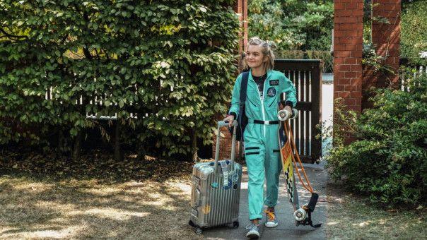 Weil ihr Papa zur ISS fliegt, fährt Rocca (Luna Marie Maxeiner) zu ihrer Oma nach Hamburg.
