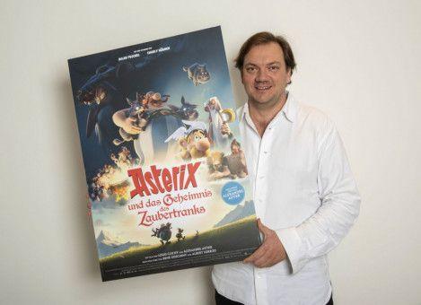 Obelix wird von Charly Hübner gesprochen.