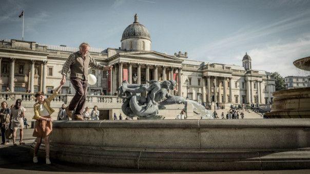 In London sorgen Amandus (Nick Nolte) und seine Enkelin (Sophie Lane Nolte) für Chaos.