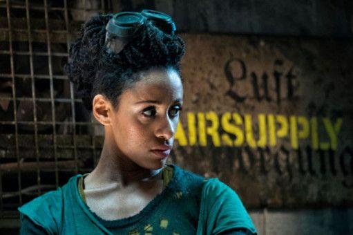 Obi Washington (Lara Rossi) ist die Tochter der ehemaligen Mondnazi-Pädagogin Renate Richter und hält die Ruine der Nazibastion auf dem Mond am Laufen.