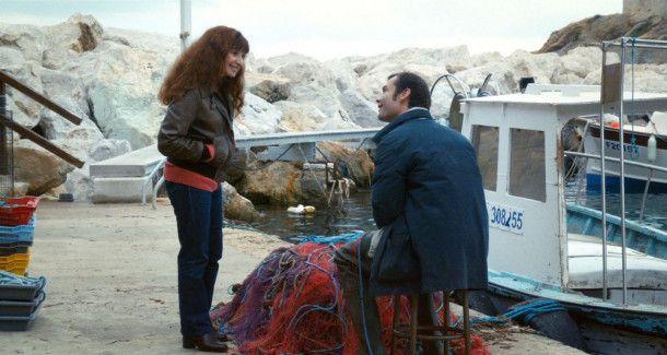 Nach einer eher frostigen ersten Begegnung kommen sich Schauspielerin Angèle (Ariane Ascaride) und der Fischer Benjamin (Robinson Stévenin) allmählich näher.