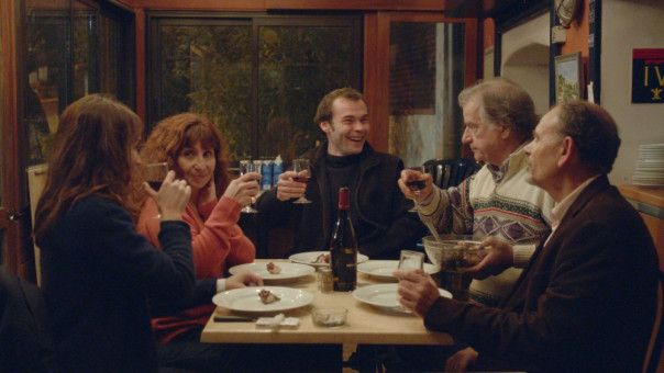 Beim gemeinsamen Abendessen werden alte Konflikte neu angegangen.