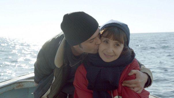 Angèle (Ariane Ascaride) hat eine Affäre mit einem Fischer aus dem kleinen Dorf, in das sie mit ihren Geschwistern reist.