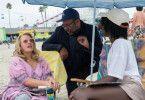 Am Strand von Santa Cruz beginnt das Grauen: Regisseur Jordan Peele mit Kitty-Darstellerin Elisabeth Moss (links) und Adelaide-Mimin Lupita Nyong'o.