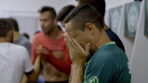 """Trauer und Tränen machen nur am Anfang einen Großteil der Doku """"Unser Team"""" aus. Der Film erzählt vom Weiterleben nach dem Flugzeugabsturz einer Fußballmannschaft."""