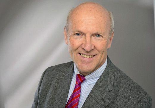Universitäts-Professor Dr. med. Ralph Mösges ist Facharzt für Hals-Nasen-Ohren-Heilkunde und Allergologie.