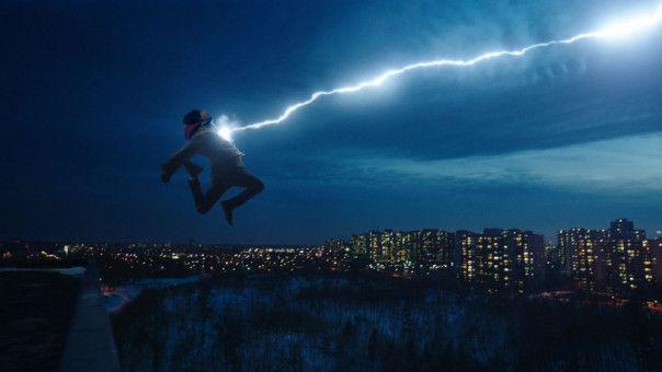 """Wenn Billy (Angel Asher) das magische Wort """"Shazam!"""" ausspricht, wird er zum Superhelden."""