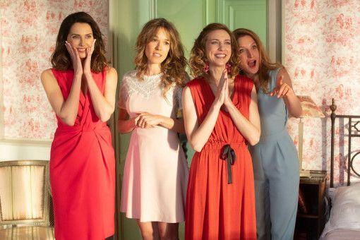Monsieur Claudes charmante Töchter Isabelle (Frédérique Bel), Laure (Élodie Fontan), Ségolène (Émilie Caen) und Odile (Julia Piaton) wollen ihr Glück im Ausland versuchen.