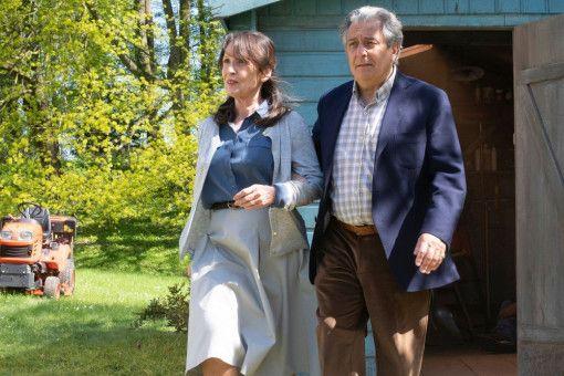 """Marie (Chantal Lauby) und Claude (Christian Clavier) sind plötzlich Komplizen bei der Mission """"Gastgeber""""."""