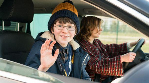 Emil (Jona Gaensslen) ist Fridos bester Freund und ein strebsamer, braver Junge.