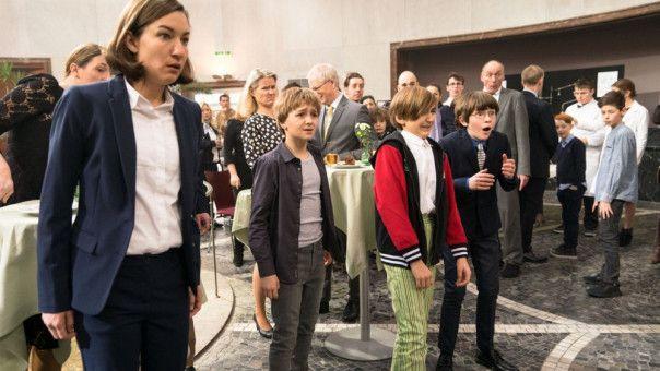 Fridos Mutter Gesa (Marie Leuenberger), Frido (Luis Vorbach), Sebi (Colin Badura) und Emil (Jona Gaensslen).