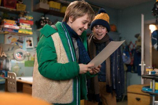 Dank seines Doppelgängers sieht es für Frido (Luis Vorbach, links) gut aus mit dem Übertritt ans Gymnasium. Das freut auch seinen Freund Emil (Jona Gaensslen).