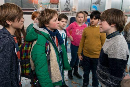 Frido (Luis Vorbach, links) und Emil (Jona Gaensslen) streiten sich.