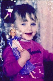 Wer posiert hier mit einer Barbie? Evelyn Burdecki natürlich.