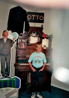 Leicht zu erraten, wer dieser Frechdachs neben Otto Waalkes ist: Komiker Oliver Pocher natürlich.