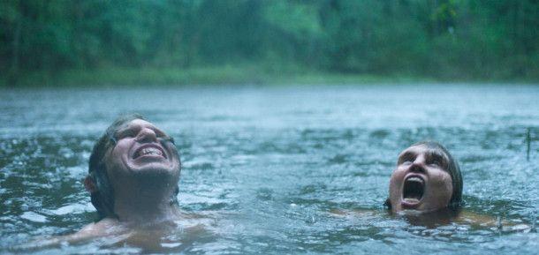Tina (Eva Melander) und Vore (Eero Milonoff) beginnen in rauer Natur eine leidenschaftliche Romanze.