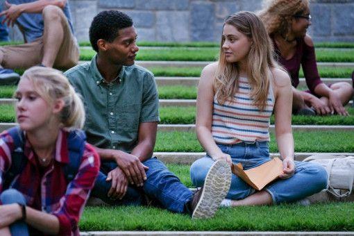 Am College freundet sich Tessa (Josephine Langford) mit Landon (Shane Paul McGhie) an, dem Stiefbruder von Hardin.