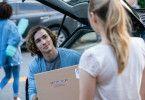 Noah (Dylan Arnold) hilft seiner Freundin Tessa (Josephine Langford) beim Einzug ins Studentenwohnheim - und ahnt noch nicht, dass ihre Beziehung bald zu Ende sein wird.