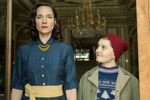 Emma Silberstein (Sabine Timoteo) versteht ihren Sohn Paul (Valentin Hagg) nicht immer.