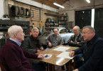 In der Garage planen die fünf Rentner Brian (Michael Caine), John (Tom Courtenay), Carl (Paul Whitehouse), Terry (Jim Broadbent) und Danny (Ray Winstone) den Raub.