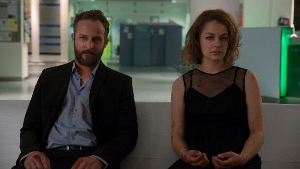 Gemeinsam versuchen Malte (Maximilian Brückner) und Liv (Luise Heyer), das Geschehene zu verarbeiten. Dass die Täter nicht gefasst wurden, macht es nicht leichter.