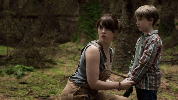 Sarah (Seána Kerslake) will mit ihrem Sohn Christopher (James Quinn Markey) einen Neuanfang starten, schlittert aber schon bald in einen nicht enden wollenden Albtraum.