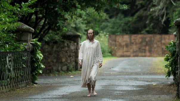 Nachbarin Noreen Brady (Kati Outinen) verbreitet von Anfang an Angst und Schrecken.