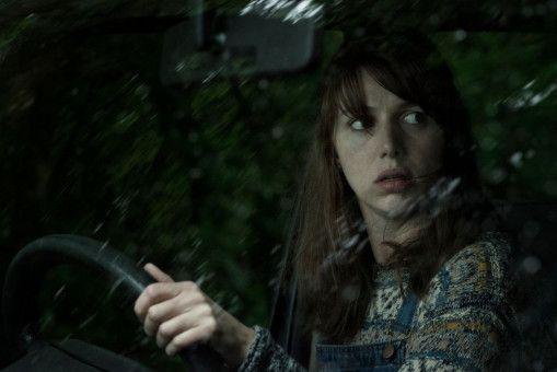 Eigentlich wollte Sarah (Seána Kerslake) auf dem Land ein neues Leben beginnen. Doch sie erlebt einen wahren Albtraum.