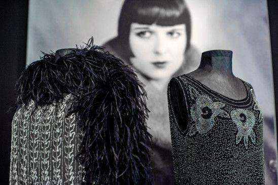 Charlestonkleid mit Federboa: Zu sehen im LVR-Industriemuseum.