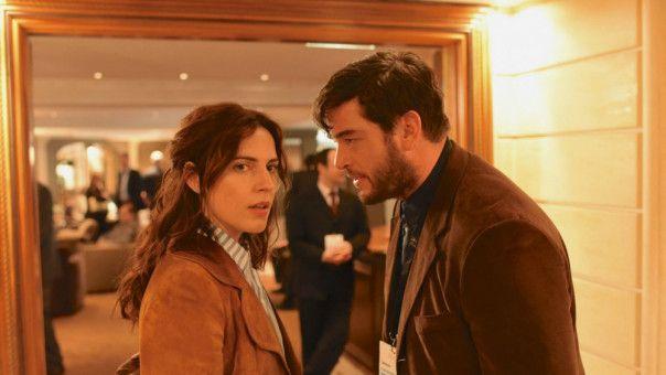 Martin Behrens (Ronald Zehrfeld) hat ein Verhältnis mit der Journalistin Aurice Köhler (Antje Traue): Die Liaison ist für den Geheimnisträger ziemlich heikel.