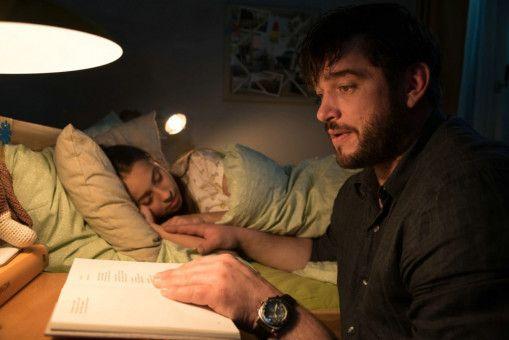 Seine Tochter Antonia (Lene Oderich) sieht Martin Behrens (Roland Zehrfeld) nur selten. Ihre gemeinsamen Momente sind die einzige Auszeit, die sich der BND-Mann gönnen kann.
