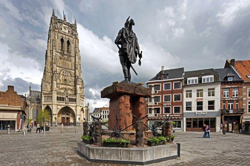 Schönheit im Osten Flanderns: der Marktplatz von Tongern mit Basilika.