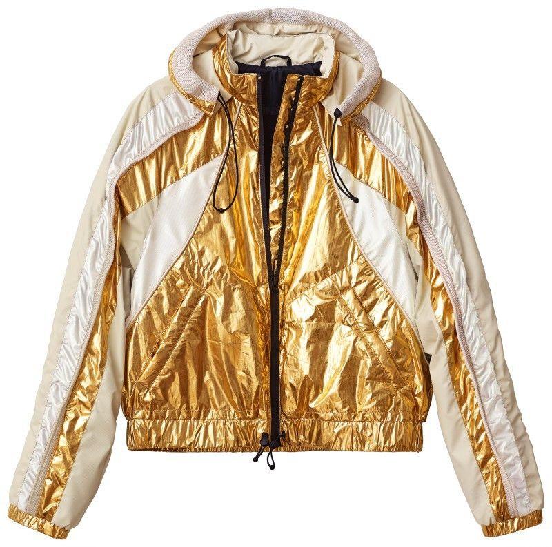 Lässiges Must-have: weiß-goldene Nylon-Windjacke, gesehen bei H&M.