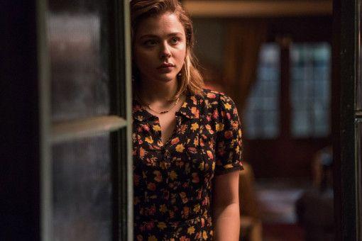 In Gretas Haus macht Frances (Chloë Grace Moretz) eine schockierende Entdeckung.