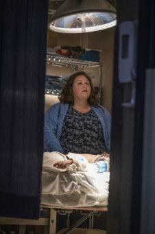 Im Krankenhaus hofft Joyce (Chrissy Metz) auf ein Wunder. Als sie zu Gott betet, ist ihr toter Sohn wieder lebendig.