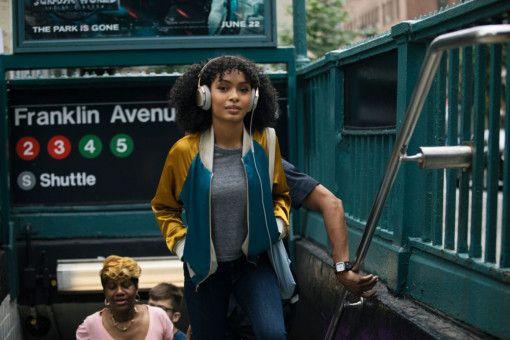 Weil sie und ihre Familie illegal in New York leben, muss Natasha (Yara Shahidi) die USA verlassen.