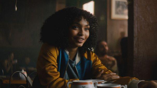 Natasha (Yara Shahidi) liebt New York. Obwohl sie in Jamaika geboren wurde, wuchs sie im Big Apple auf.