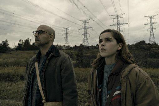 Ally (Kiernan Shipka) und ihr Vater Hugh (Stanley Tucci) schweigen sich auf einem Familienausflug unfreiwillig an. Sie haben gute Gründe dafür.