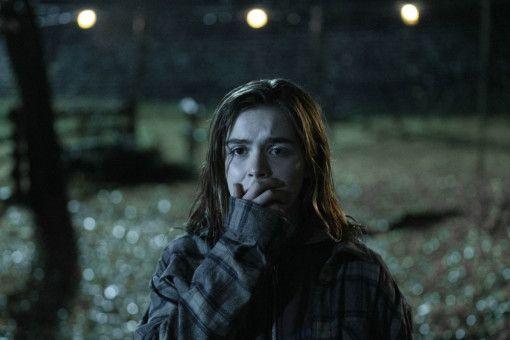 Ally (Kiernan Shipka) sieht Böses.