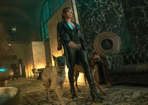 Powerfrau Sofia (Halle Berry) hilt John Wick in seinem Überlebenskampf.
