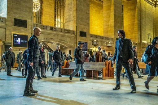 Gleich fliegen die Fetzen: Zero (Mark Dacascos, rechts) will sich an John Wick (Keanu Reeves) rächen.
