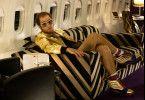 Elton John (Taron Egerton) ist ganz oben angekommen. Allerdings fällt er immer wieder auch sehr tief.