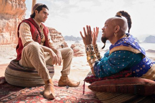 Aladdin (Mena Massoud) bekommt von Dschinni (Will Smith) erläutert, wie das mit den Wünschen so funktioniert.