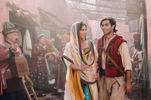 Aladdin (Mena Massoud) und Jasmin (Naomi Scott) verlieben sich ineinander.