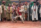 Aladdin (Mena Massoud) ist gut darin, seinen Verfolgern zu entkommen.