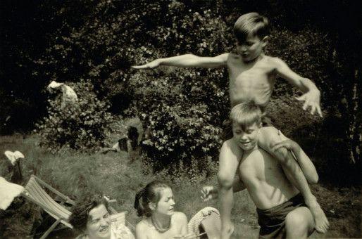 Peter Lindbergh, hier 1953 mit Mutter und Geschwistern, wuchs in Duisburg auf.